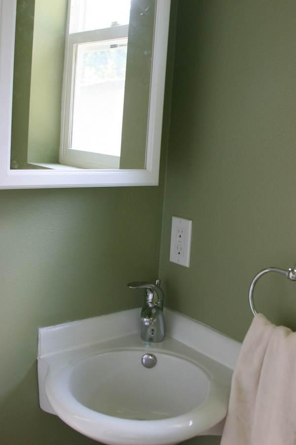 Corner Sink in Tiny House Bathroom