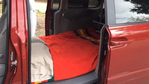 couple-convert-minivan-into-DIY-camper-006