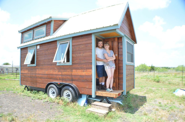 couple-living-tiny-in-ausitn-tx-rv-park-01