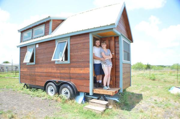 couple-living-tiny-in-ausitn-tx-rv-park-01
