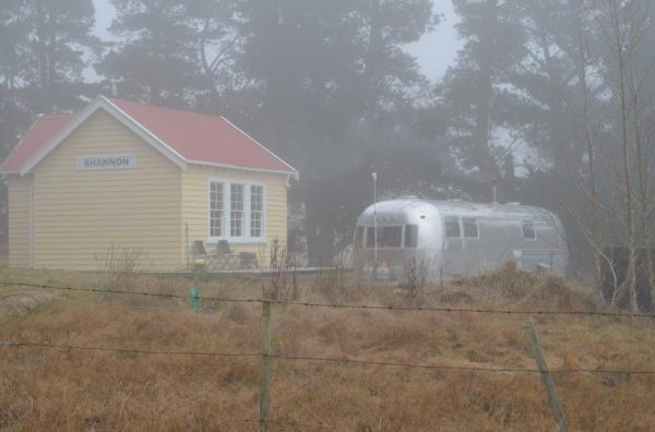 couple-tiny-living-in-an-airstream-tiny-home-00010