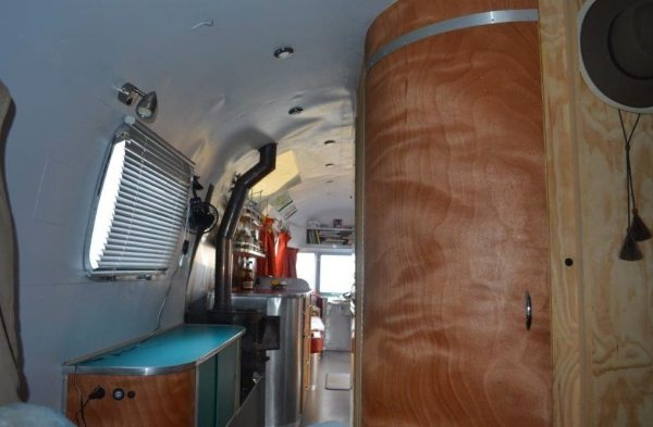 couple-tiny-living-in-an-airstream-tiny-home-0005