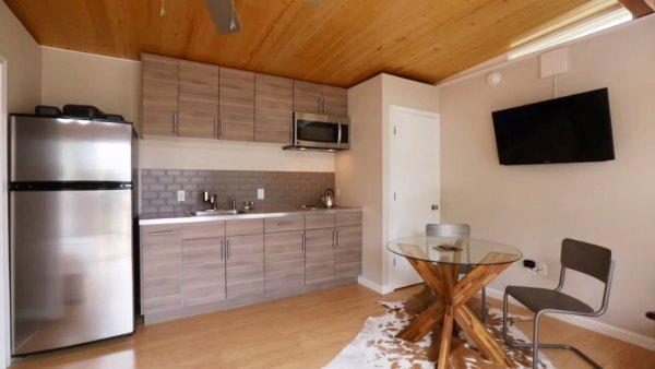 couples-modern-336sqft-studio-tiny-house-austin-tx-004