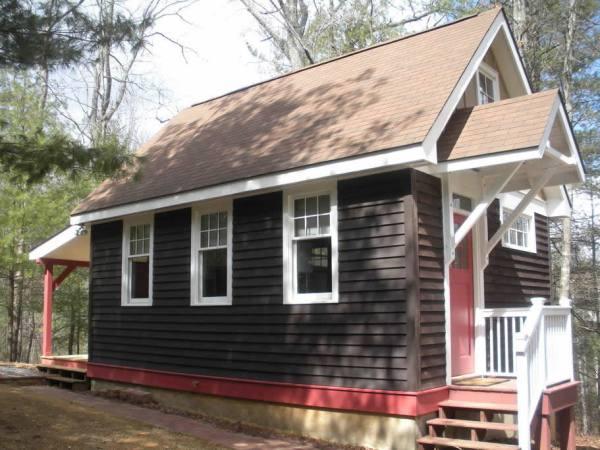 cozy-tiny-cottage-asheville-001