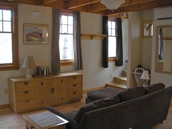 cozy-tiny-cottage-asheville-002