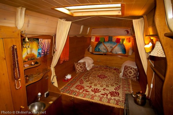 dipa-vasudeva-das-work-van-to-tiny-cabin-conversion-diy-motorhome-002
