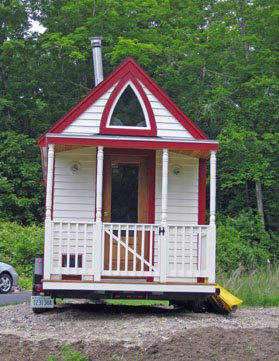 Elaine Walker's Tiny House - A Tumbleweed Fencl