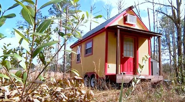 Family of 3 downsizes into 117 sq ft tiny home for Tiny house family of 6