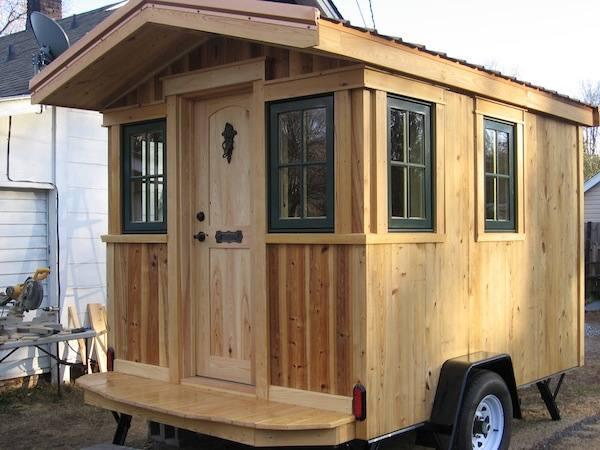 franks-diy-micro-cabin-tiny-house-on-wheels-001