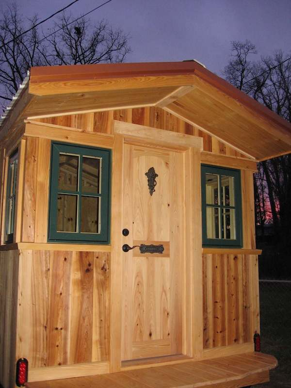 franks-diy-micro-cabin-tiny-house-on-wheels-002