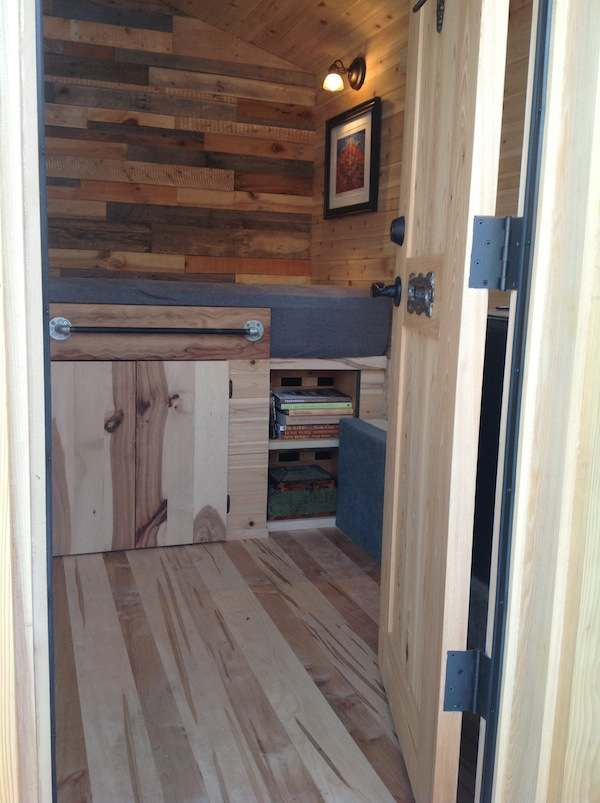 franks-diy-micro-cabin-tiny-house-on-wheels-003