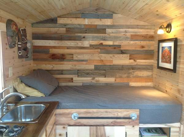 franks-diy-micro-cabin-tiny-house-on-wheels-004