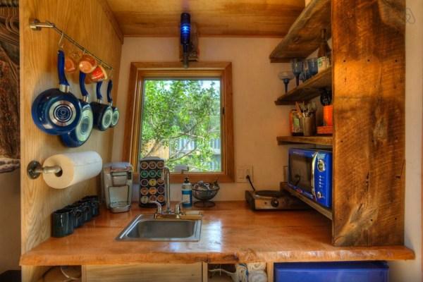 hip-tiny-house-vacation-in-austin-texas-0007