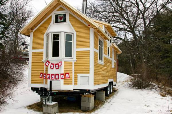 just-married-tiny-house-01