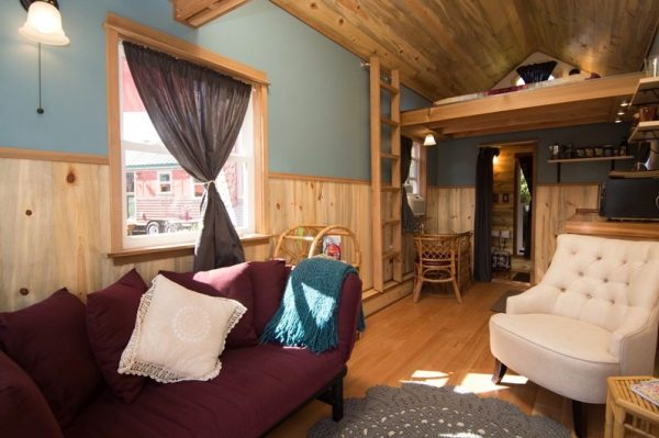 kangablue-170-sq-ft-tiny-house-on-wheels-at-caravan-hotel-003