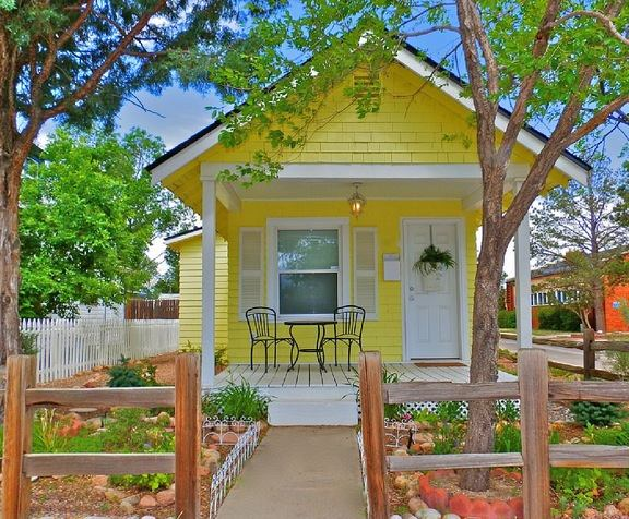 Beautiful Little Yellow Cottage In Colorado Springs