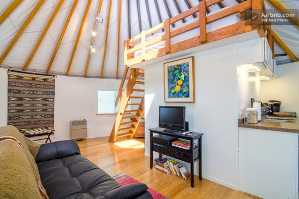 loft-inside-yurt