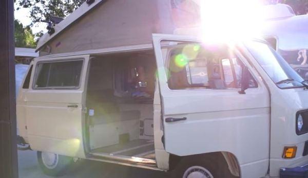 man-lives-in-1985-westfalia-van-to-enjoy-life-more-001
