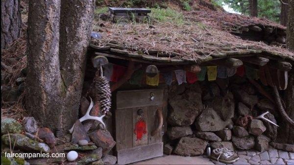 man-living-in-underground-home-5k-002