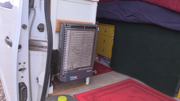 man-living-off-grid-in-nissannv-2500-van-012