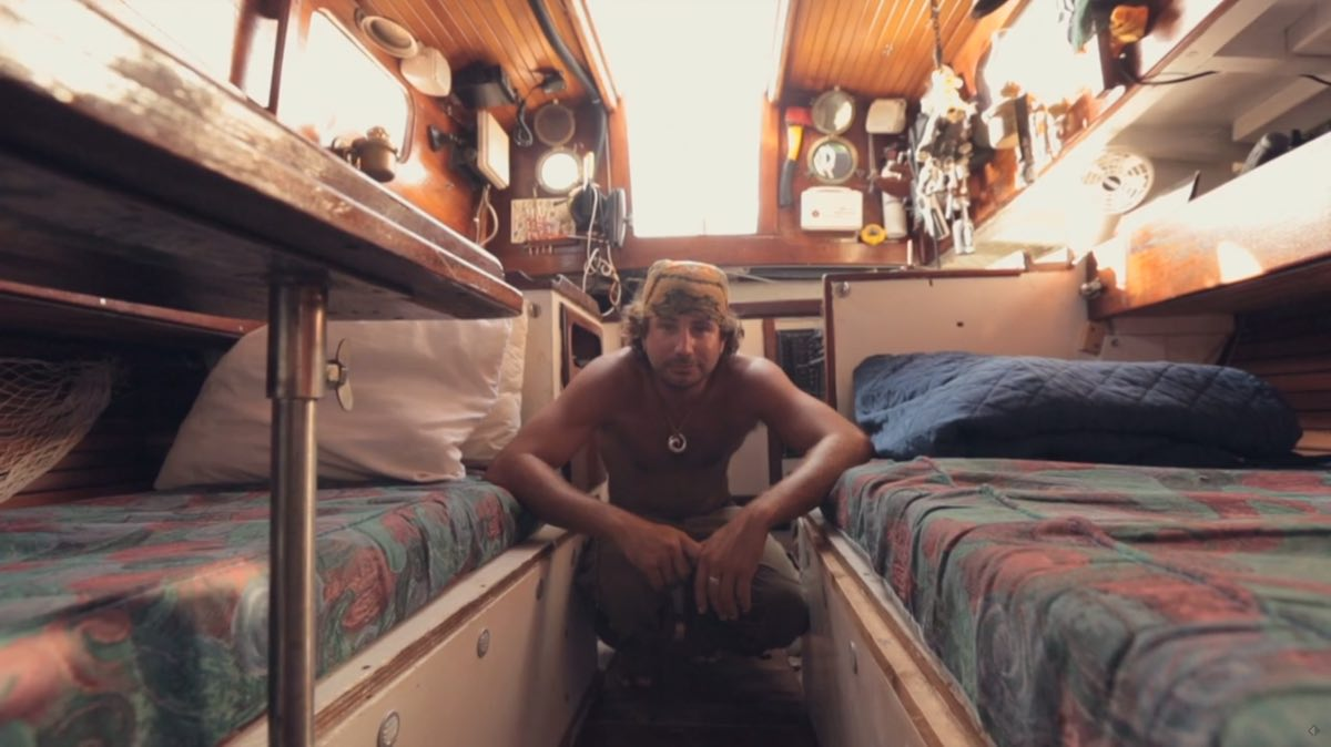 Man Quits Job And Lives Adventurously Tiny in Sailboat