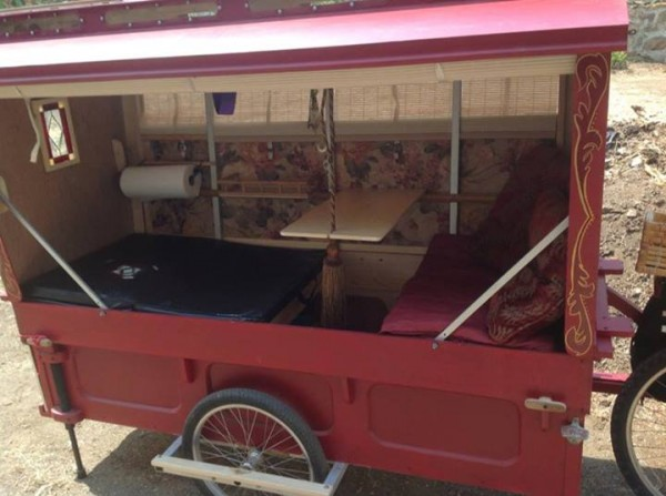 micro gypsy wagon for bicycles 08 600x447   Micro Gypsy Wagon That You Can Tow by Bicycle