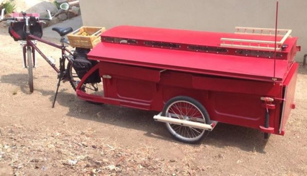 micro gypsy wagon for bicycles 10 600x344   Micro Gypsy Wagon That You Can Tow by Bicycle