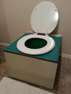 nicoles-diy-humanure-composting-toilet-project-05
