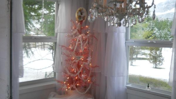 Tonita's Pink Christmas Tiny House (13)