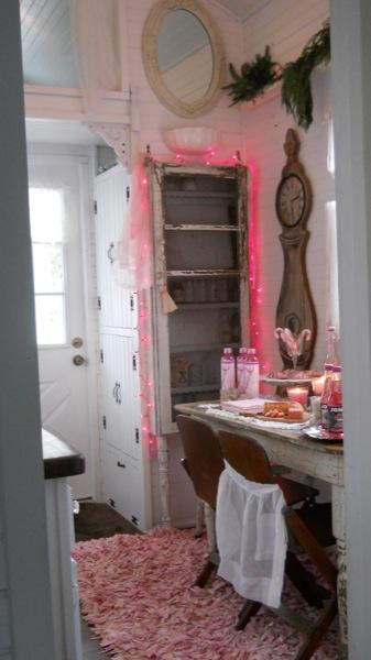 Tonita's Pink Christmas Tiny House (17)