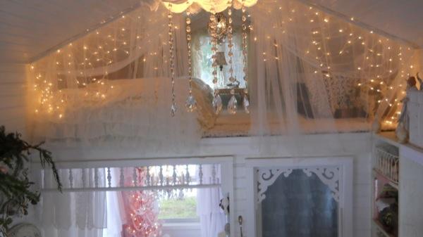 Tonita's Pink Christmas Tiny House (5)