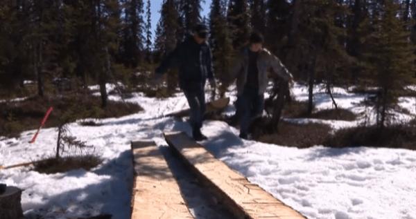 pioneer-log-cabin-building-03