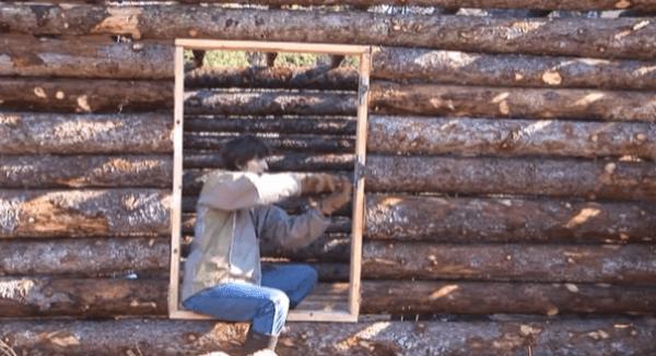 pioneer-log-cabin-building-16