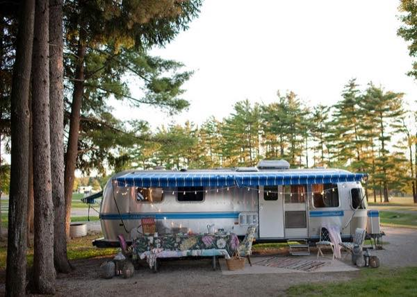 renovated-airstream-with-anthropologie-and-sarah-schneider-001