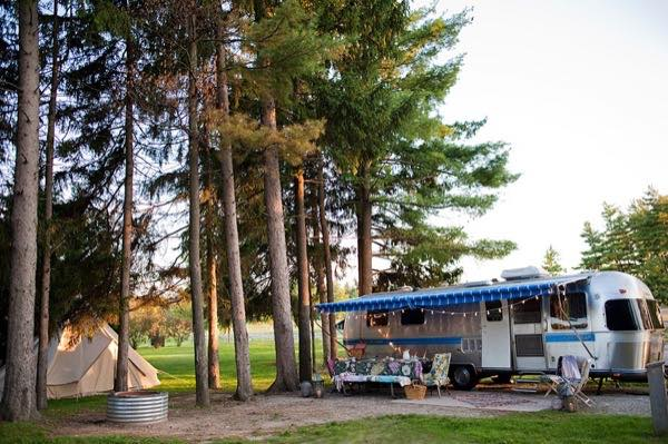 renovated-airstream-with-anthropologie-and-sarah-schneider-0011