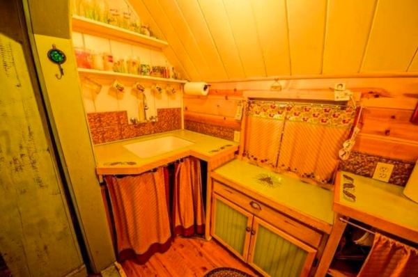 riverfront-tiny-cabin-in-the-woods-for-sale-012