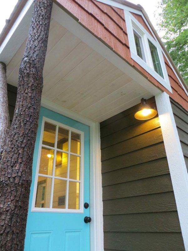 robins-nest-tiny-house-on-wheels-by-brevard-tiny-homes-0002