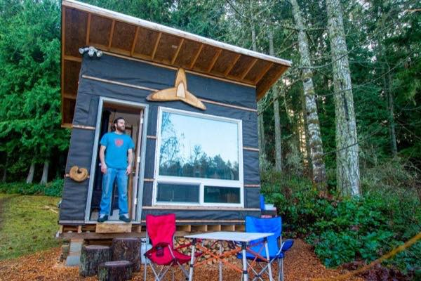 man living in 812 tiny house built for less than 500 - 8x12 Tiny House On Wheels Plans