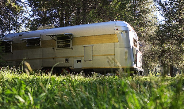 silverstreak-30-travel-trailer-to-cabin-renovations-06