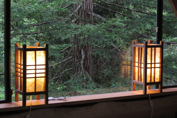 Simple, Japanese Inspired Tiny House / Zen Cabin in the Woods