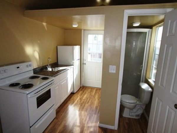 so-cal-200-sq-ft-tiny-cottage-for-sale-007