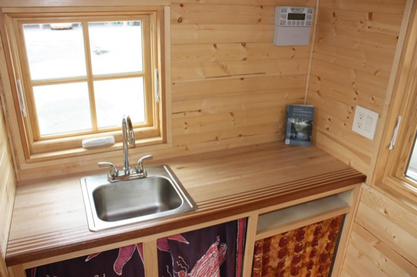solar-off-grid-tiny-house-for-sale-built-by-high-school-students-003