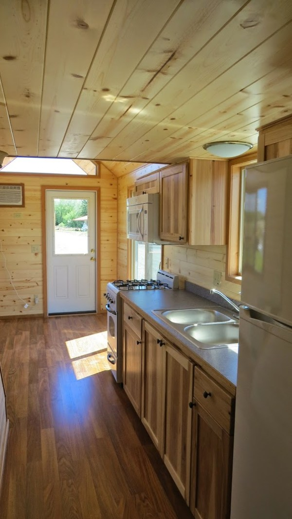 spacious-tiny-house-on-wheels-by-richs-portable-cabins-0010
