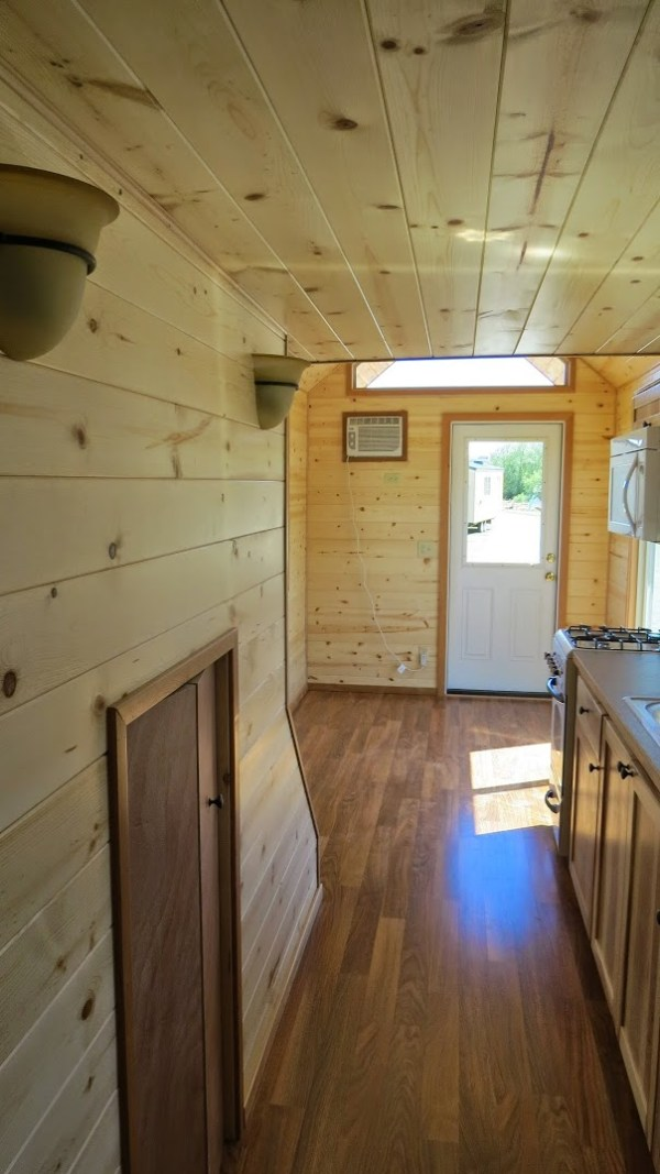 spacious-tiny-house-on-wheels-by-richs-portable-cabins-009