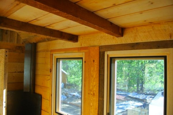 stanley-rocky-mountain-tiny-houses-log-cabin-on-wheels-flipping-overhangs-greg-parham-00014