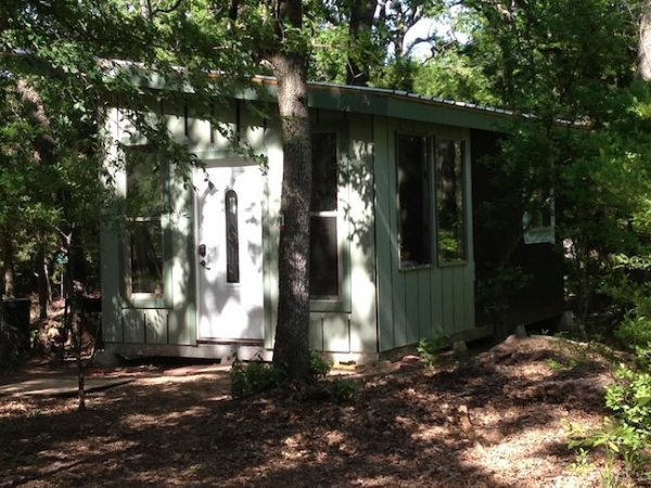 steel-framed-tiny-house-in-the-woods-004