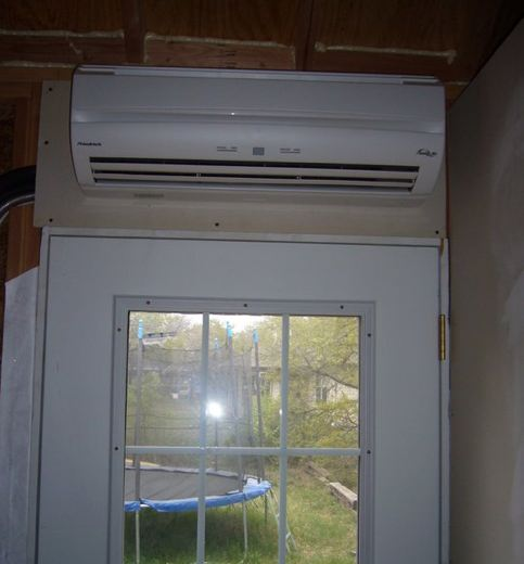 Air conditioning in Steve and Wendys Tiny House