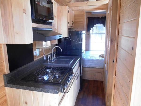 stone-canyon-cabins-custom-tiny-house-on-wheels-07