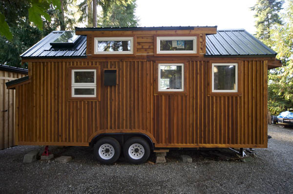 stunning-tiny-house-vacation-with-sauna-hope-cottage-christopher-tack-008