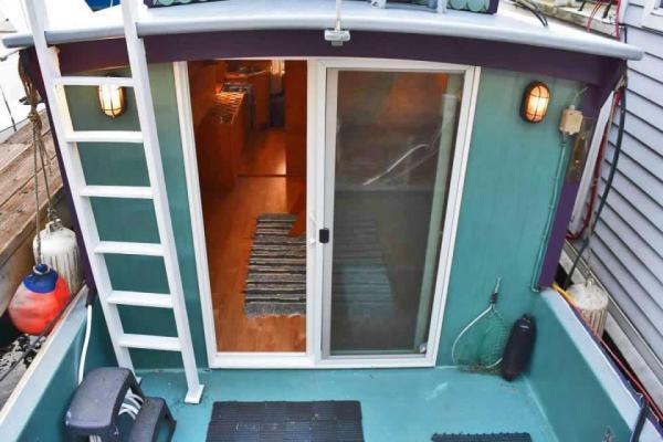 tao-tiny-houseboat-lake-union-smallhousebliss-001